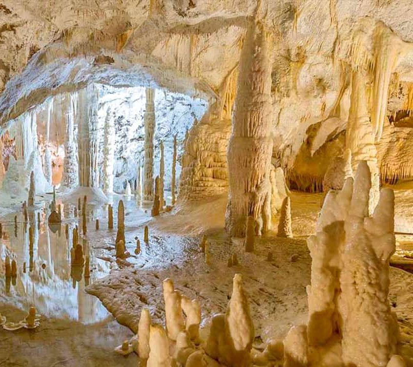 Fabriano la città della carta e le Grotte di Frasassi