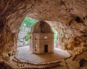 Grotte di Frasassi e il Tempietto del Valadier